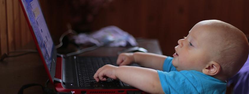 Bebeklerin Sosyal Medya İle İmtihanı